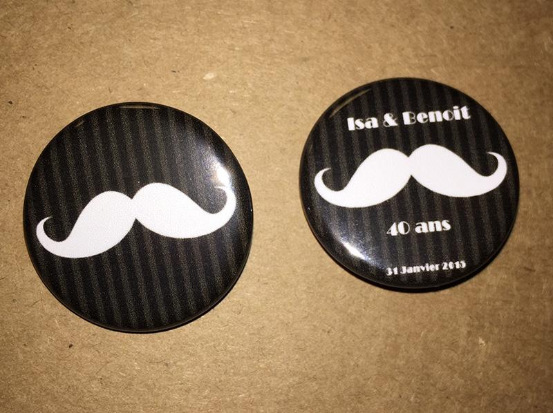 Badges personnalisés moustaches